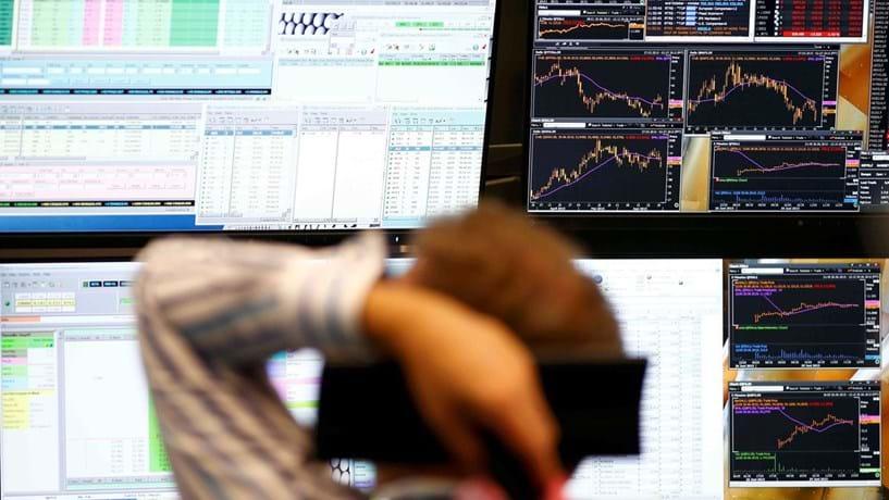 Abertura de mercados: Euro acima de 1,22 dólares atinge novo máximos de 3 anos