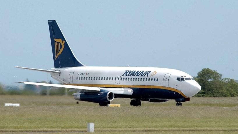 Pilotos da Ryanair em Itália suspendem greve