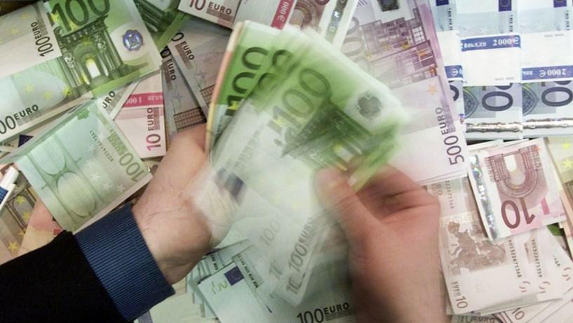 Cada vez mais portugueses aderem às contas 'lowcost'. Sabe o que são?