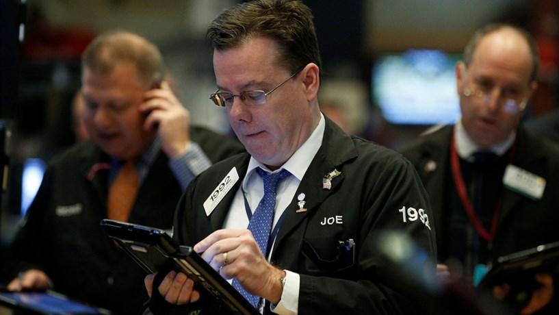 Wall Street volta a subir com força em sessão turbulenta