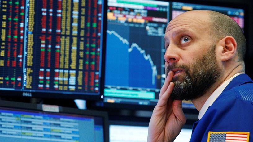 Fecho dos mercados: Bolsas prolongam quedas. Matérias-primas e euro no vermelho