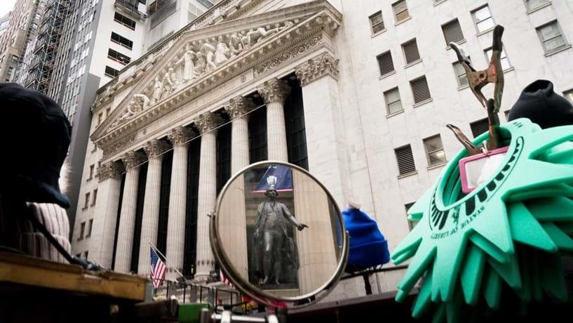 Dow Jones fecha praticamente estável