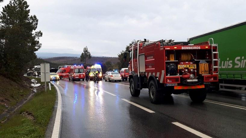 Um morto em despiste de autocarro no IP2 perto de Nisa