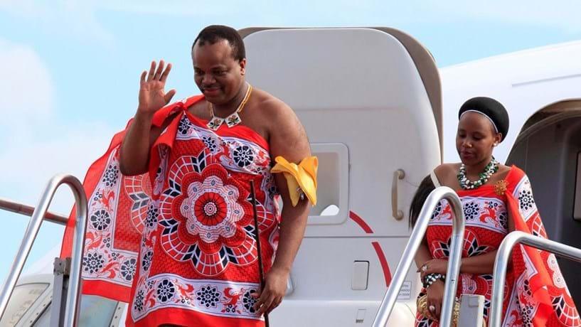 Rei africano surpreende súditos e muda nome do país