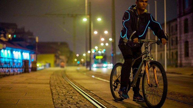 The technological jacket of Mosgo is 100% Portuguese and has the ambition to reduce mortality rates among pedestrians.