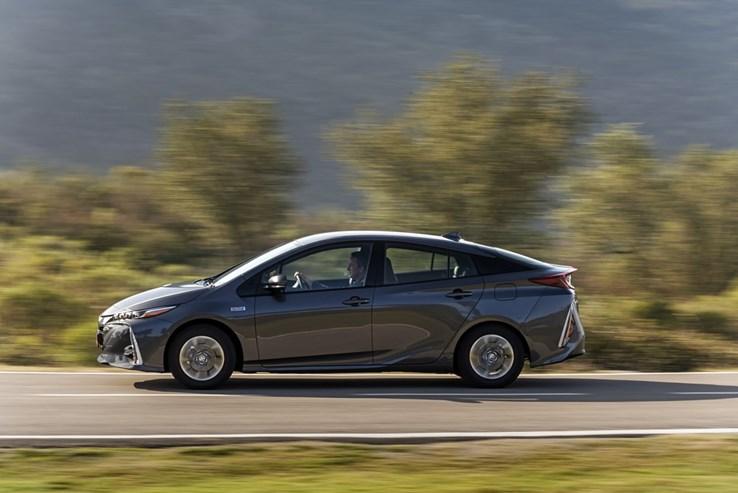 Toyota prius plug in hybrid recarregvel automveis jornal de fotogaleria toyota prius plug in hybrid recarregvel fandeluxe Image collections