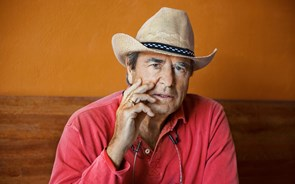 Paul Theroux recusa virar costas ao México